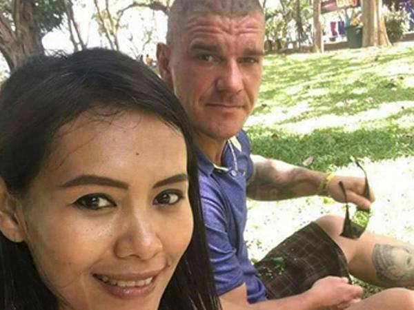 Bị nghi giết bạn gái, du khách tự cắt cổ khi bị bắt tại Thái Lan