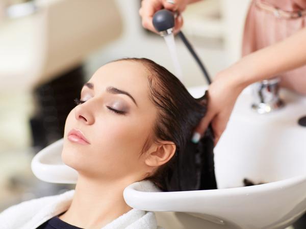 Đã bao giờ bạn thải độc da đầu chưa vậy? Nếu chưa thì làm ngay đi!