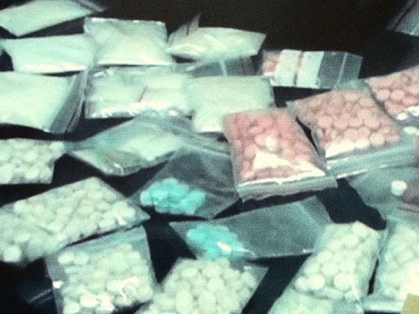 Con trai vào tù vì đi tiêu thụ số ma túy còn lại của bố