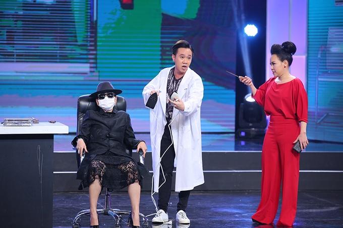 Lê Giang bị đồng nghiệp 'đá xoáy' chuyện dao kéo