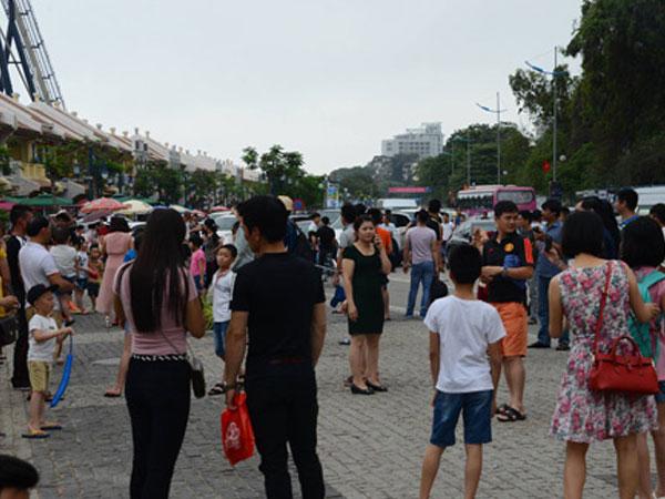 Quảng Ninh: Đi du lịch Bãi Cháy, bé 3 tuổi rơi từ tầng 5 khách sạn