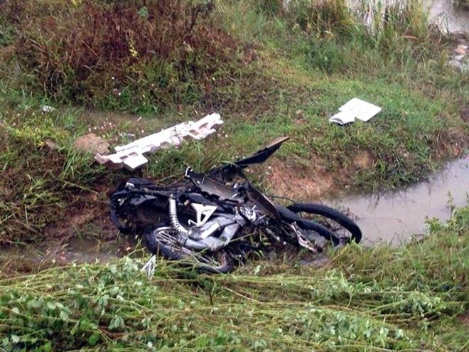 Ô tô lao xuống ruộng sau va chạm kinh hoàng với 2 xe máy, 2 người tử vong - Ảnh 4.