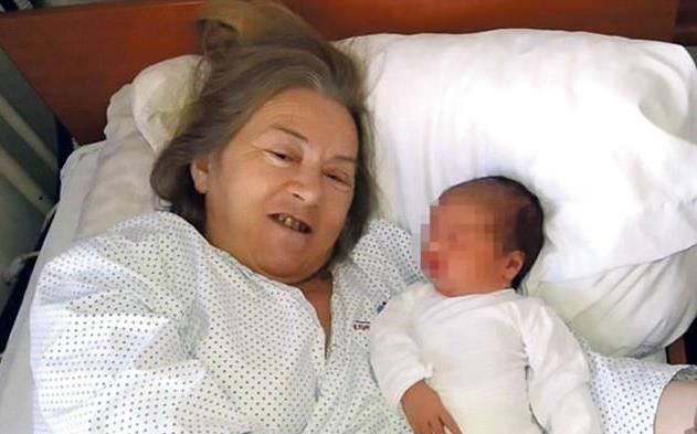 Cụ bà đã dành hơn 20 năm cuộc đời để nỗ lực có con