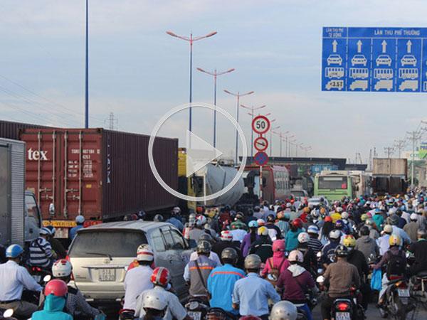 Video: Hơn 3.000 tỷ giải quyết kẹt xe quanh cảng lớn nhất Việt Nam