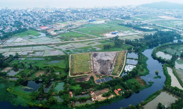 Bãi rác thải thành phố Sầm Sơn nhìn từ trên cao
