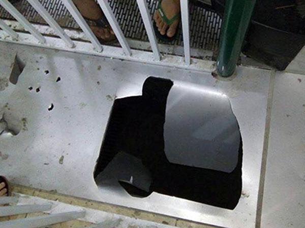 Bé trai lọt qua sàn rơi xuống hầm chợ ở Lào Cai