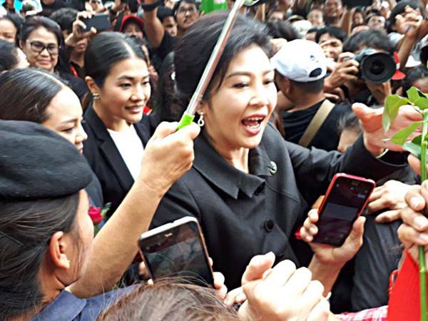 Quân đội Thái Lan giám sát nhóm ủng hộ bà Yingluck