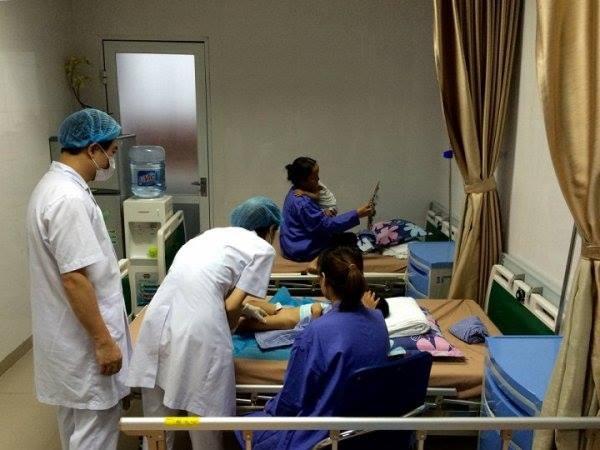 Bệnh viện Da liễu Trung ương miễn phí hoàn toàn chi phí khám và điều trị cho các trẻ bị sùi mào gà dưới 15 tuổi của huyện Khoái Châu từ ngày 17/7 - 31/12.