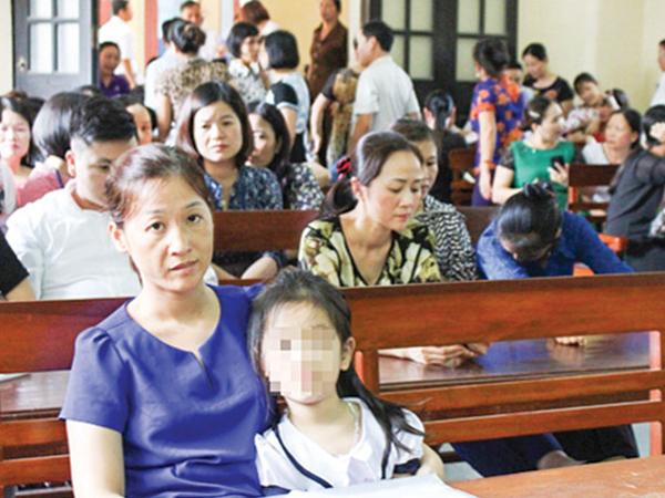 Sắp xử phúc thẩm vụ bé gái lớp 1 bị phi thước kẻ mù mắt