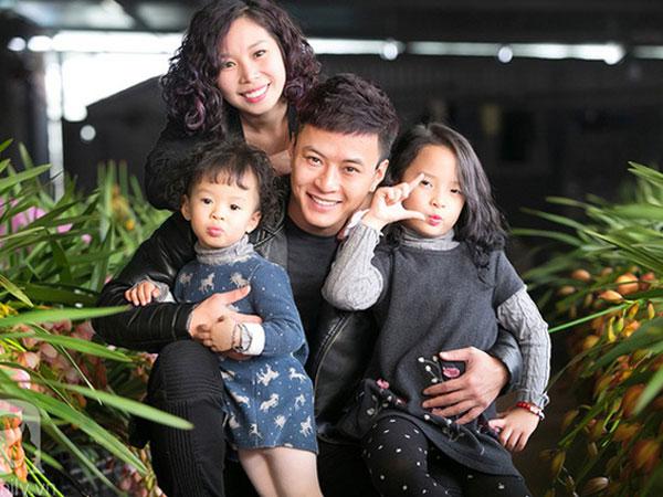 Vợ chồng Hồng Đăng cho 2 con gái học
