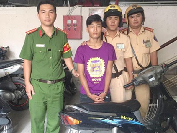 CSGT rượt bắt tên cướp giật điện thoại của người nước ngoài