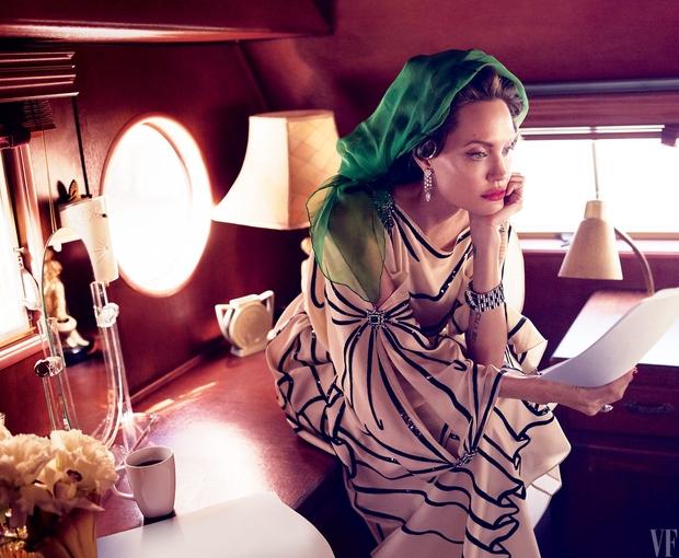 Angelina Jolie bị liệt cơ mặt, tăng huyết áp và chia sẻ về cuộc ly hôn với Brad Pitt - Ảnh 8.