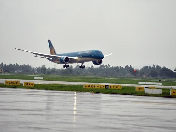 Gió giật tại Nội Bài, nhiều chuyến bay không thể hạ cánh