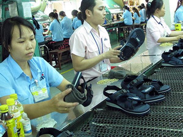 Lệ thuộc nguyên liệu Trung Quốc, da giày vẫn khó