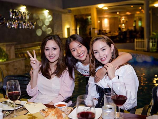 Minh Hằng, Mai Phương Thúy tổ chức sinh nhật tuổi 20 cho Khả Ngân