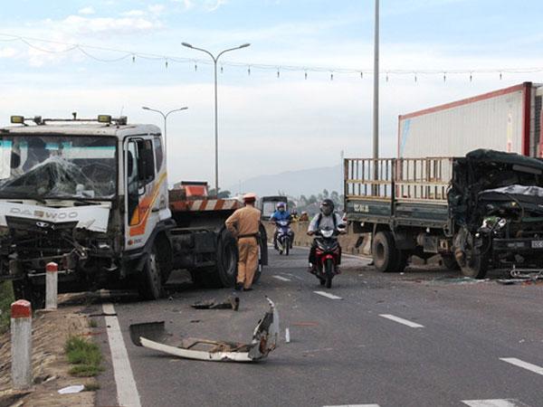 Quốc lộ 1A ách tắc hơn 2 giờ sau tai nạn liên hoàn