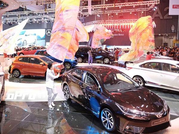 Toyota tung MPV hạng sang Alphard - Xe nhỏ Toyota Wigo thách thức Hyundai i10