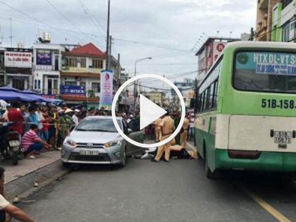 Video: Camera ghi lại cảnh tài xế ô tô mở cửa khiến cô gái chết tức tưởi