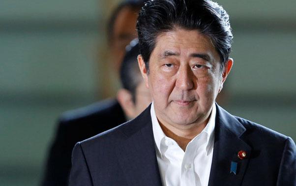 Thủ tướng Abe thay một loạt bộ trưởng giữa cơn khủng hoảng