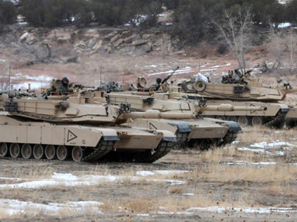 Mỹ nuôi tham vọng gắn pháo điện từ, súng laser lên xe tăng