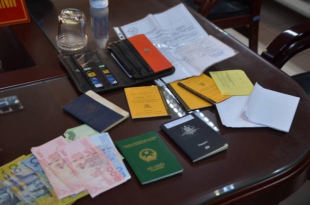 Bắt xe ra sân bay, giáo viên người Úc bị tài xế Grabcar lấy trộm tài sản - Ảnh 2.