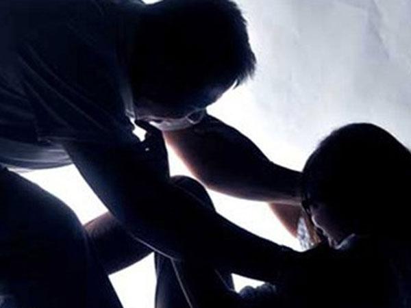 Thanh niên bị bắt sau khi nhậu say, giao cấu với bé gái 12 tuổi