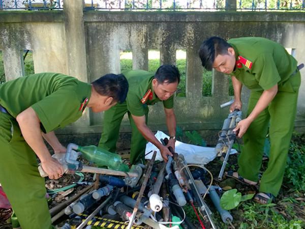 Hàng chục khẩu súng tự chế được tịch thu và tiêu hủy