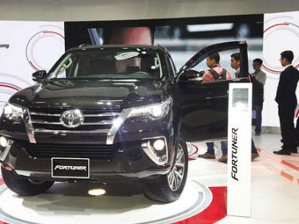 Khách mua thờ ơ dù ôtô giảm giá sâu