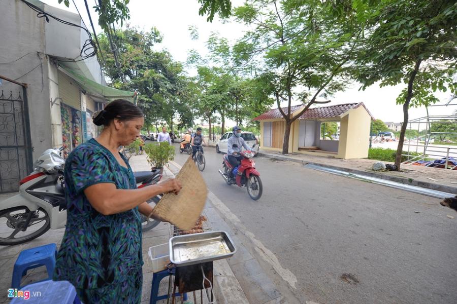 Cac gian hang o pho di bo Trinh Cong Son phai thao do vi dan phan doi hinh anh 3