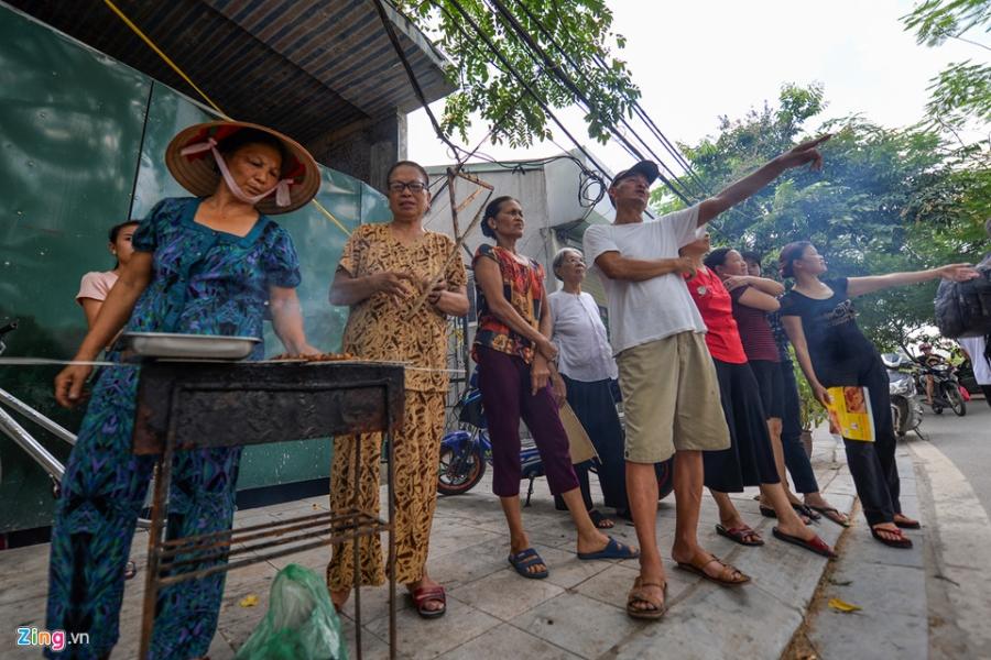 Cac gian hang o pho di bo Trinh Cong Son phai thao do vi dan phan doi hinh anh 11