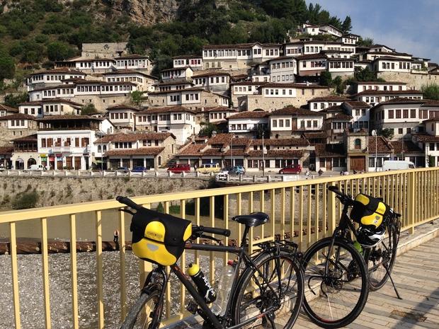 Đôi vợ chồng Việt - Hung đạp xe hơn 11.000km từ Hungary về Việt Nam - Ảnh 16.