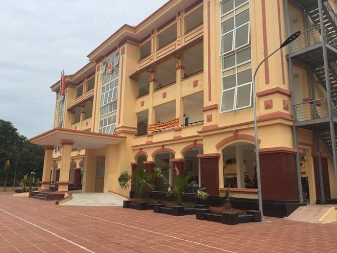 Ngay giữa Hà Nội, lại thêm vụ lãnh đạo xã phê bình cả nhà khi xác nhận lý lịch nhập học - Ảnh 1.