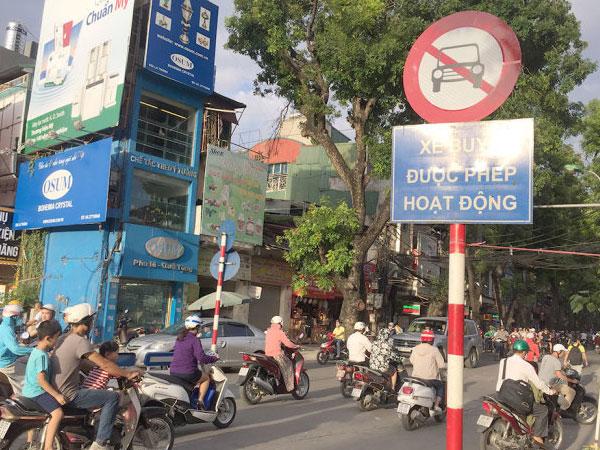 Hà Nội cấm taxi vào giờ cao điểm trên nhiều tuyến phố