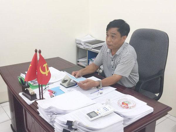 Kiểm điểm Chủ tịch xã ở Hà Nội phê bình cả gia đình trong lý lịch tân sinh viên