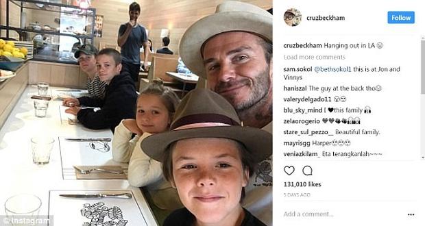 Harper Beckham khoe răng sún đáng yêu bên gia đình tại trường quay phim - Ảnh 3.