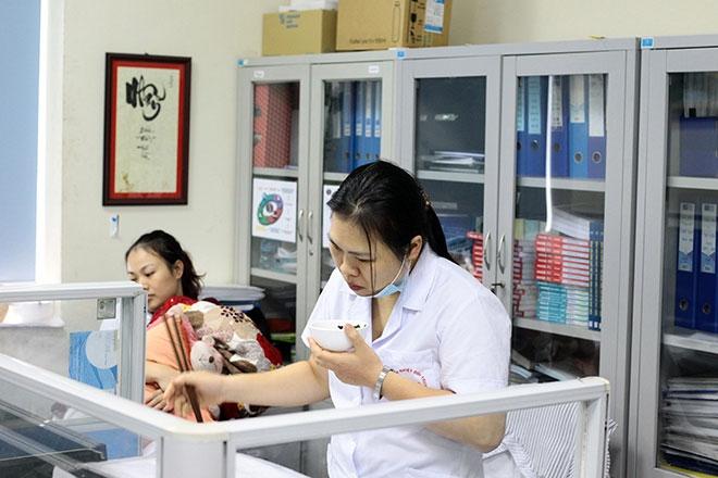 Nữ điều dưỡng mang thai sắp đẻ vẫn căng mình chống sốt xuất huyết - 4