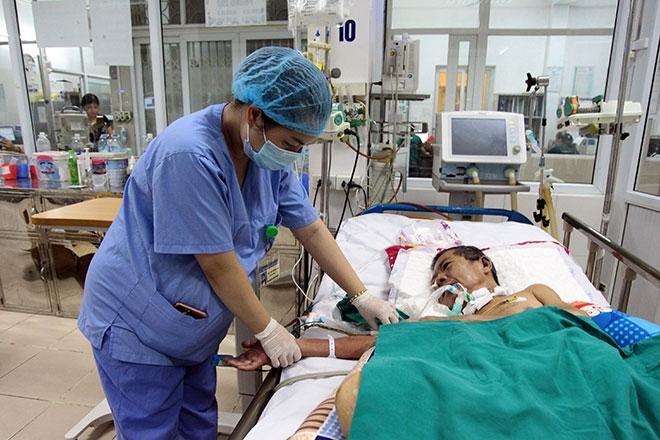 Nữ điều dưỡng mang thai sắp đẻ vẫn căng mình chống sốt xuất huyết - 8