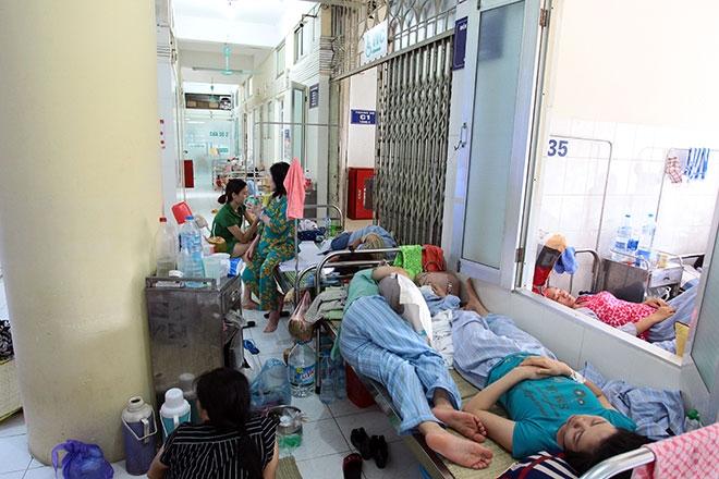Nữ điều dưỡng mang thai sắp đẻ vẫn căng mình chống sốt xuất huyết - 13