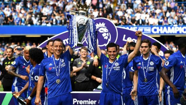 Chelsea gặp nhiều khó khăn trong việc bảo vệ chức vô địch Premier League