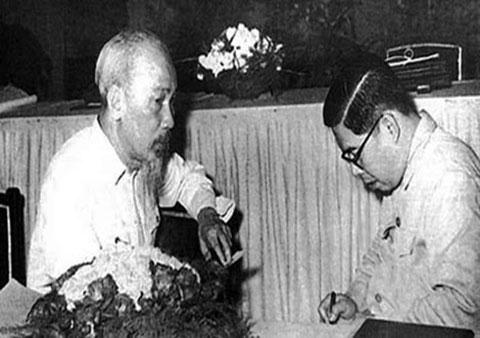 Vị tướng mang hơn 1 tấn tài liệu chế tạo vũ khí về Việt Nam - Ảnh 3.