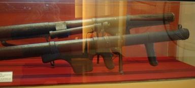 Vị tướng mang hơn 1 tấn tài liệu chế tạo vũ khí về Việt Nam - Ảnh 6.