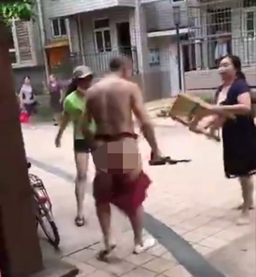 vo-cung-nguoi-tinh-xong-vao-duoi-danh-tut-quan-chong-1