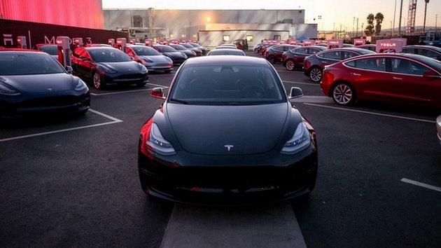 """Xe điện """"bình dân"""" Tesla Model 3 chính thức ra mắt - 1"""