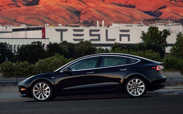 """Xe điện """"bình dân"""" Tesla Model 3 chính thức ra mắt - 2"""