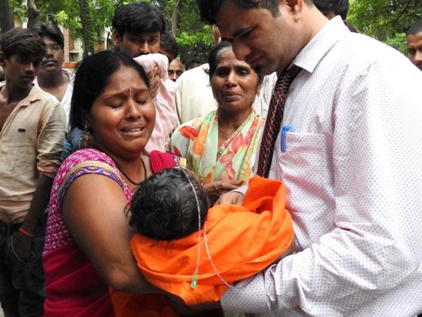 60 trẻ tử vong trong bệnh viện Ấn Độ do thiếu oxy