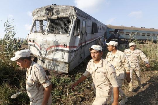 Ai Cập: Tàu hỏa đâm nhau, hơn 100 người thương vong - Ảnh 2.