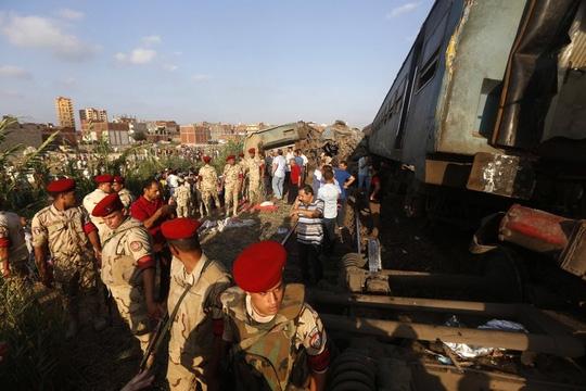 Ai Cập: Tàu hỏa đâm nhau, hơn 100 người thương vong - Ảnh 3.