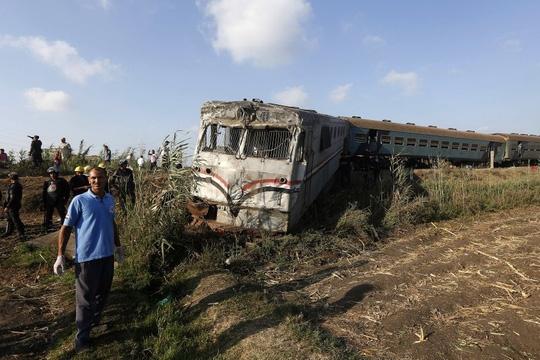 Ai Cập: Tàu hỏa đâm nhau, hơn 100 người thương vong - Ảnh 5.