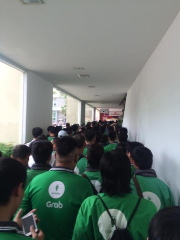 Buổi họp mặt được tiến hành định kỳ tại số 20 ngõ 165 đường Cầu Giấy, Hà Nội.