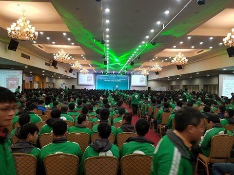 Hội trường buổi họp chật kín ngay khi buổi họp bắt đầu.